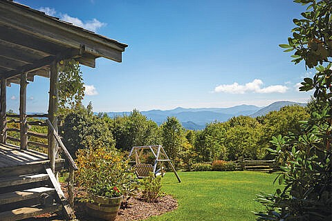 Smoky Mountains Inn with private sitting areas